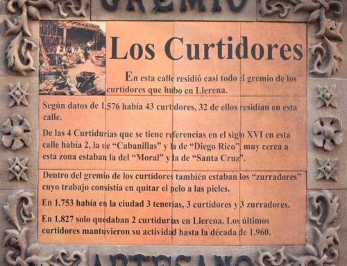El Ayuntamiento de Llerena coloca placas identificativas en las calles gremiales para dar a conocer su historia